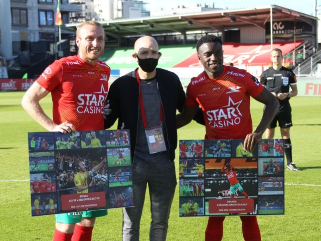 Kevin Vandendriessche (6 seasons , > 200 games) & @fashionjr10 (3 seasons, > 100 games) waved goodbye to the Diaz Arena, unfortunately without our @kustboyskvo @031oostende @kustboys1981 in the stadium. But  we gifted them a present anyway and the official @kustboyskvo fan board also got them some presents. KVO-icon @berrierfranck10 was happy to give the present to his friend Kevin and @laissastange handed over the presents to Fashion Sakala. Thanks guys and always welcome in Oostende ! #kvokvm #jpl #kvoostende #goodbye #grateful #jpl