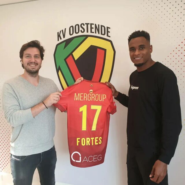 """Welcome @fortess17 ! He joins on loan from @rclens .   @gganaye : """"He is an experienced player and should be able to take a leading role in our young squad. We are happy to have signed him as replacement for @jackhendry22 .""""  #kvoostende #fortes #lens #newplayer"""