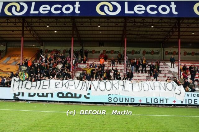 Thanks to the 300 away fans at Kortrijk. Your support was fantastic, it seemed like you were with 3.000 instead 😉 Let's repeat this against Onhaye on Tuesday and KV Mechelen on Friday. PS: also a nice gesture at the end of the game for @michieljonckheere & Kevin Vandendriessche. Both played respectively 200 and 216 games for KV Oostende but - due to covid - were never able to say goodbye to our fans. That debt was repaid now @kustboyskvo @kustboys1981 @kustboys031 😉#kvkkvo #jpl #kvoostende #kustboys #kvodna #wèreldploegsje